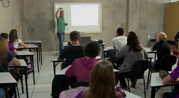 Jovens têm aulas na Semear (Foto: Reprodução/RPC)