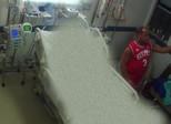 Foto que expõe sambista Arlindo Cruz no hospital viraliza e causa indignação