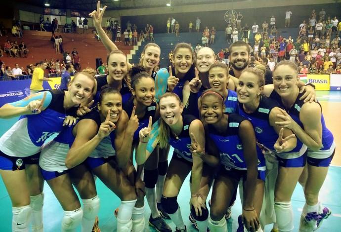 Pinheiros comemora título da Copa do Brasil no vôlei feminino (Foto: Reprodução Facebook)