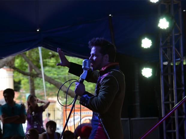 André Carvalho se apresenta com os Chocobrothers em Caxambu, MG (Foto: Samantha Silva / G1)