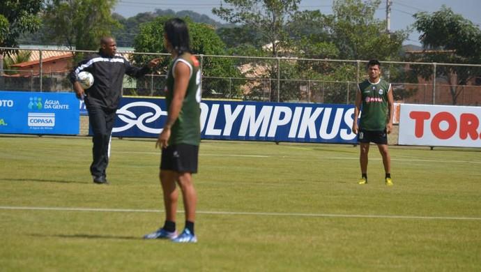 Zamora treina na Toca da Raposa II (Foto: Reprodução / Facebook)