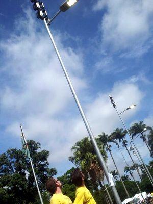 Alunos criticaram luzes acessas na manhã desta quarta na Esalq (Foto: Claudia Assencio/G1)