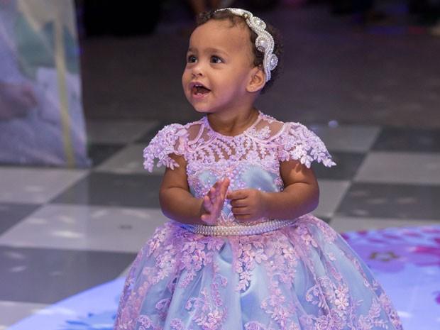 Valentina Eduarda, filha caçula de MC Duduzinho, em festa no Rio (Foto: Arnobio Junior/ Divulgação)