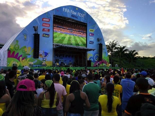 Torcedores acompanham derrota da Seleção Brasileira por 7 a 1 na Fifa Fan Fest, em Natal (Foto: Rafael Barbosa/G1)