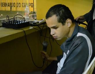 Felipe Diogo comentarista deficiente visual (Foto: Cairo Oliveira)