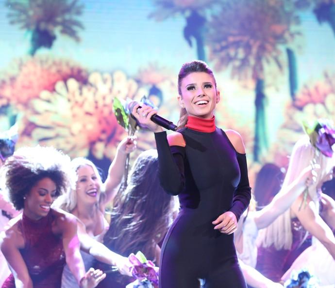 Paula Fernandes canta hits de sucesso no palco do 'Domingão do Faustão' (Foto: Carol Caminha/ Gshow)