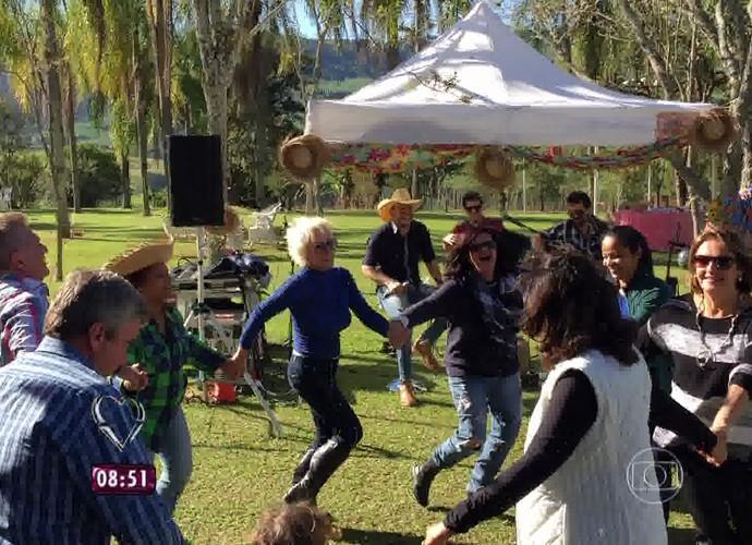 Entre amigos, Ana Maria comemora Festa Junina em sua fazenda (Foto: Mais Você/TV Globo)