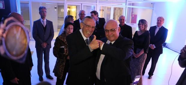 Hélio Dourado com o presidente Romildo Bolzan