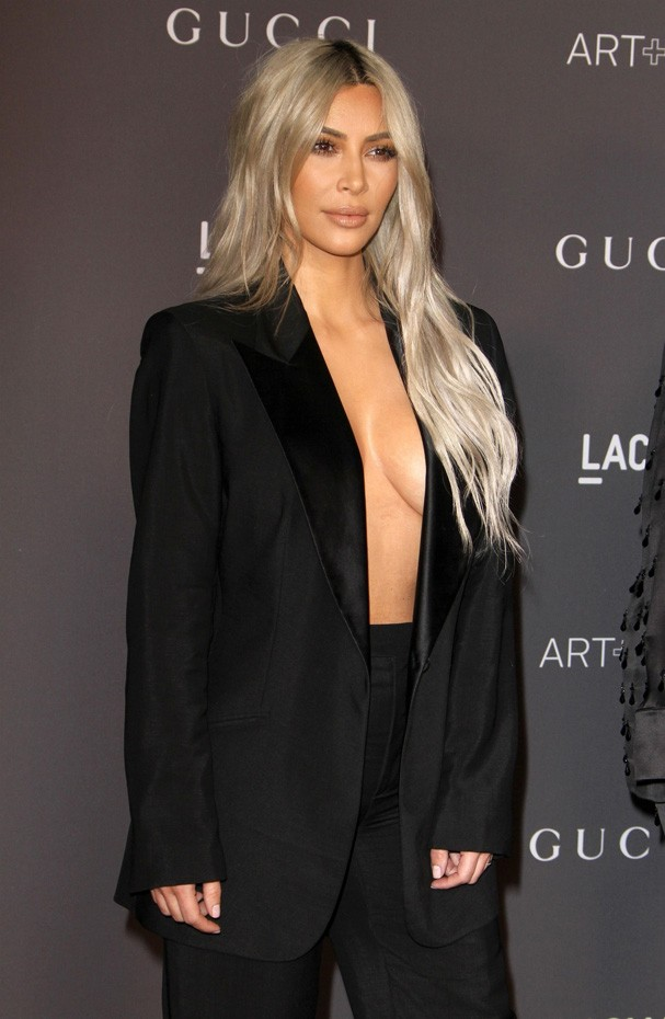 Los Angeles, CA  - Stars on the red carpet at the 2017 LACMA Art + Film Gala Honoring Mark Bradford And George Lucas presented By Gucci.Pictured: Kim KardashianBACKGRID USA 4 NOVEMBER 2017 BYLINE MUST READ: Juan Rico / BACKGRIDUSA: +1 310 798 9111 (Foto: Juan Rico / BACKGRID)