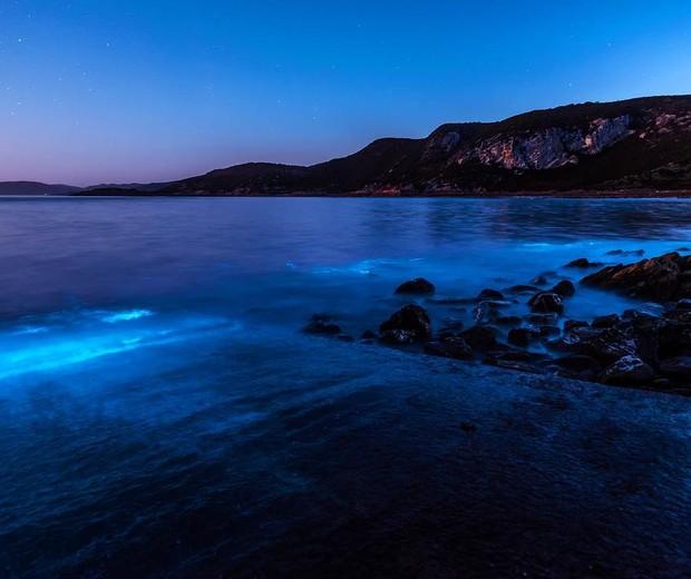 Mar azul fotografado por Leanne Marshall (Foto: reprodução/Instagram)