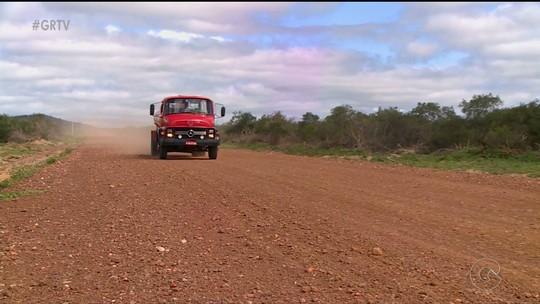 Moradores cobram retorno de obra em estrada que liga Conceição das Crioulas a BR-116 em Salgueiro, PE
