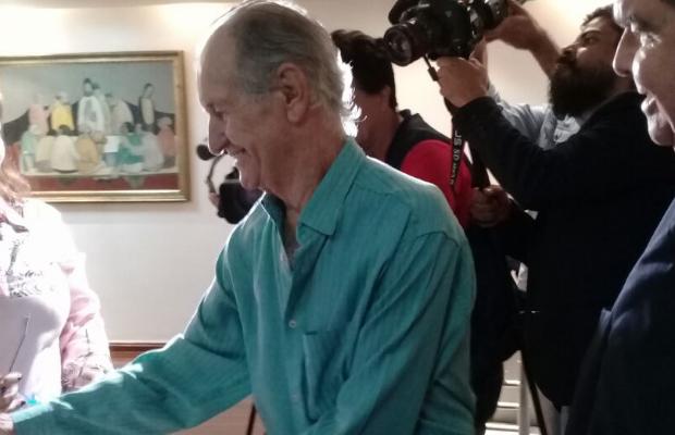 Escritor Bariani Ortencio passa mal ao lançar livros e é levado ao hospital em Goiás (Foto: Divulgação)