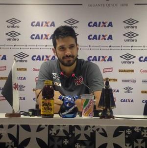 Zagueiro trata permanência na Série A como motivo de alívio, mas não de comemoração (Foto: Sofia Miranda)