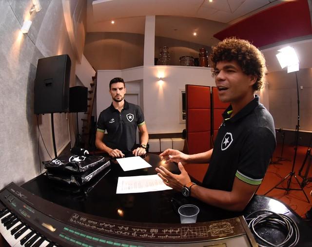 Música Botafogo Camilo Pimpão (Foto: André Durão/GloboEsporte.com)