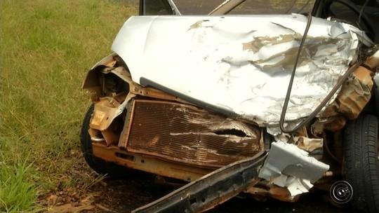 Corpos de idosos mortos em colisão frontal em rodovia de Tarumã são enterrados