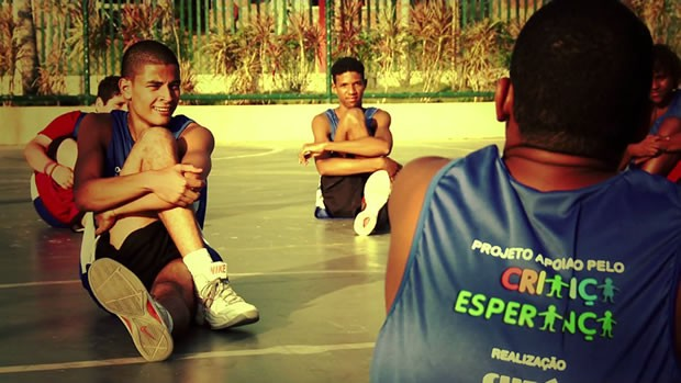 Oficina de basquete e skate oferece mais cidadania a jovens do Rio de Janeiro (Divulgao)
