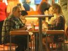 Humberto Martins janta com Thaiz Schmitt, ex-coelhinha da 'Playboy'