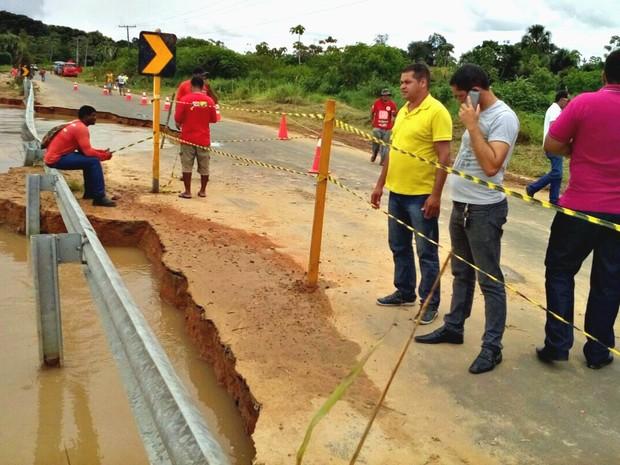 Equipe do Deracre foi enviada ao local (Foto: Orleildo Bussons/Arquivo Pessoal)