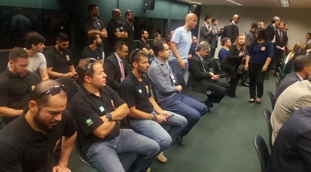 Policiais federais foram à comissão acompanhar a votação do projeto (Foto: Bárbara Nascimento/G1)