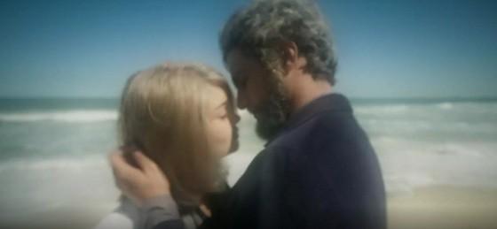 Sophie Charlotte e Renato Góes foram envelhecidos para o último capítulo de Os dias eram assim (Foto: Reprodução/ TV Globo)