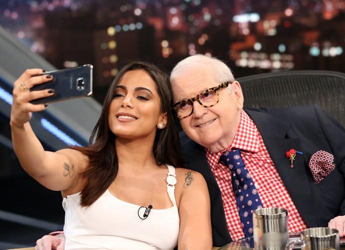 Anitta registra o encontro com o apresentador Jô Soares (Foto: Carol Caminha/Gshow)