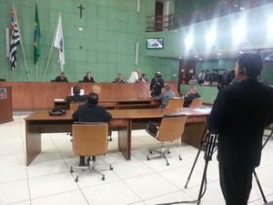 Câmara Municipal de Cubatão estava vazia durante a sessão extraordinária que votou o aumento do IPTU (Foto: Solange Freitas/TV Tribuna)