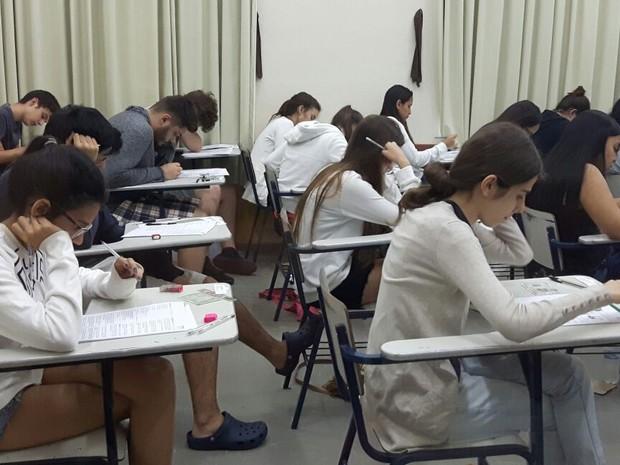 Estudantes durante a prova da primeira fase da Unicamp em Campinas (Foto: Luciano Calafiori / G1)