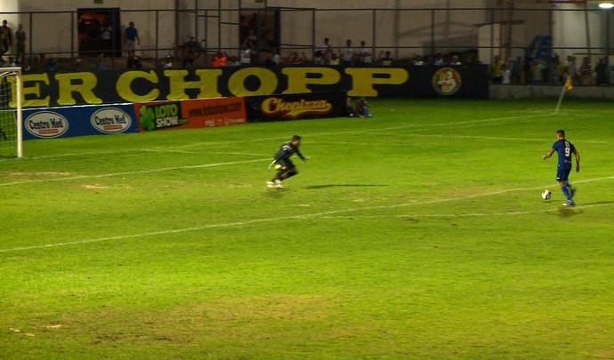 Manoel perde gol cara a cara com goleiro do River-PI (Foto: Pablo Silva/TV Clube)