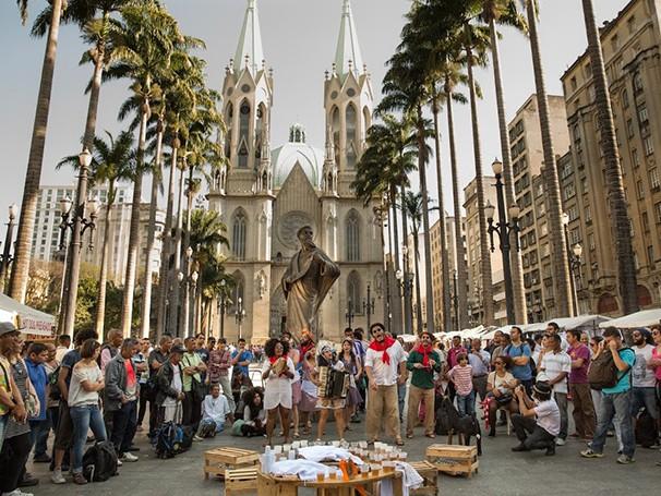 Um dos espetáculos reproduz uma feira nordestina (Foto: Divulgação/Rogério Pixote)