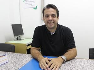 Professor de Biologia Guilherme Marques Avelino  (Foto: Yara Pinho/G1)