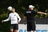 Com portões fechados, Santos treina bola parada para pegar o São Bento