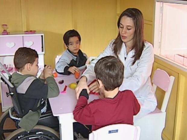 Local, que faz parte do tratamento de 900 crianças, foi construído com doações do IR  (Foto: Reprodução / TV TEM)
