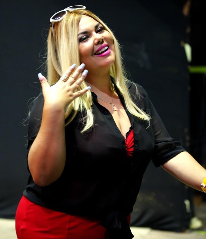 Fabiana Karla vestida de Dalila em Tomara que Caia (Foto: Artur Meninea/Gshow)