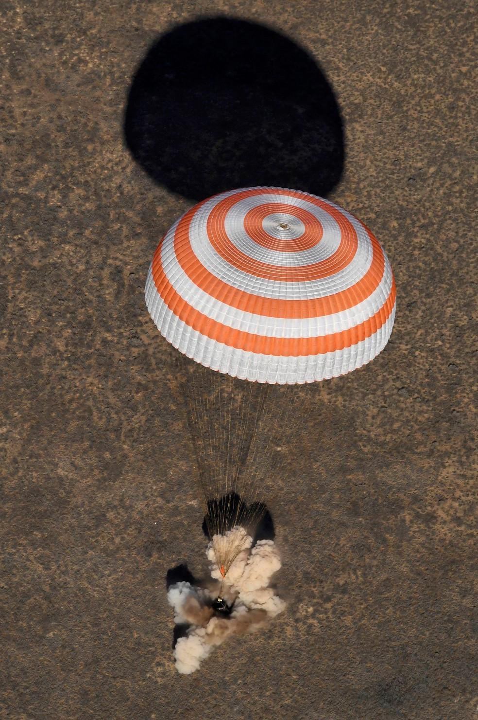 Cápsula espacial Soyuz MS-02 pousa no Cazaquistão nesta segunda-feira (Foto: REUTERS/Kirill Kudryavtsev/Pool)