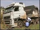 Vicinal é liberada após acidente com caminhão carregado com amianto