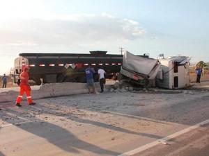 Apesar do impacto da batida, motorista teve ferimentos leves em Mossoró, RN (Foto: Marcelino Neto/O Câmera)