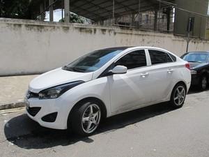 Carro utilizado pela quadrilha nos crimes (Foto: Guilherme Lucio/G1)
