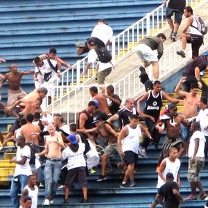 confusão torcida Atlético-PR e Vasco jogo (Foto  Gustavo Rotstein) Briga ... 4f53397f69ea2