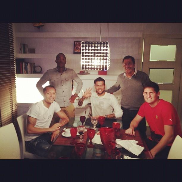 Victor Andrade, Rafael, Daniel Alves e Adriano em Barcelona (Foto: Reprodução  / Instagram)