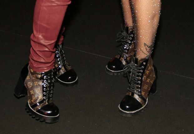Coincidência fashion: Os calçados idênticos de Flávia Alessandra e Viviane Araújo  (Foto: Marcos Rosa/Editora Globo)