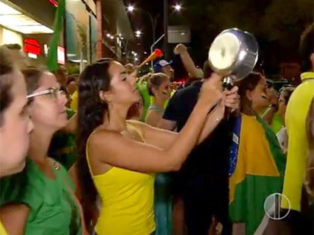Grupo fechou ruas na Zona Sul de Natal nesta quarta (16) (Foto: Reprodução/Inter TV Cabugi)