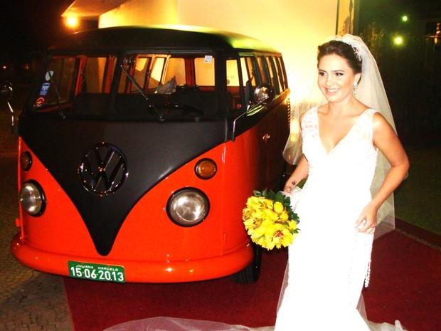 Kombi laranja e preta de Leonardo Ramos durante casamento realizado em São Paulo (SP) (Foto: Leonardo Pires Ramos/Arquivo pessoal)