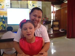 Claudilene Cruz descobriu que a filha possuía autismo quando ela tinha 5 anos.  (Foto: Dyepeson Martins/G1)