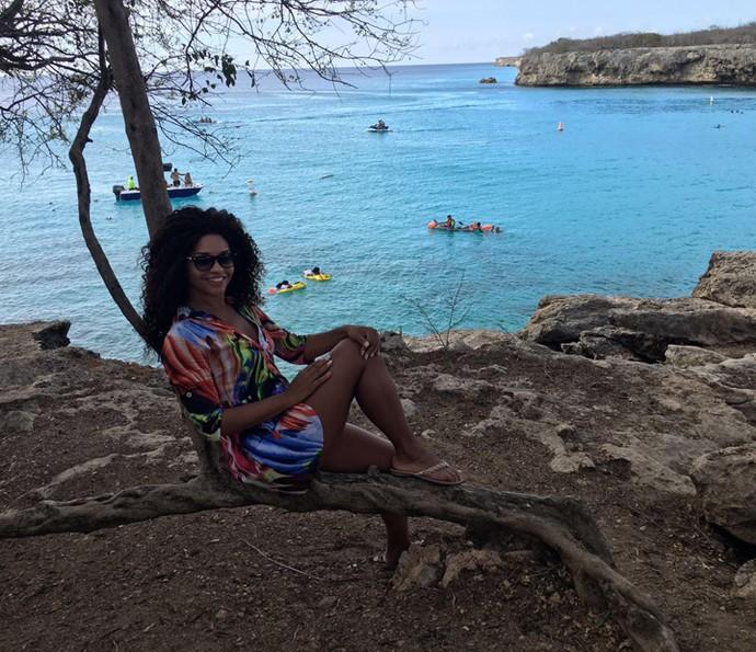 Juliana Alves curtindo a paisagem de Curaçao (Foto: Arquivo pessoal)