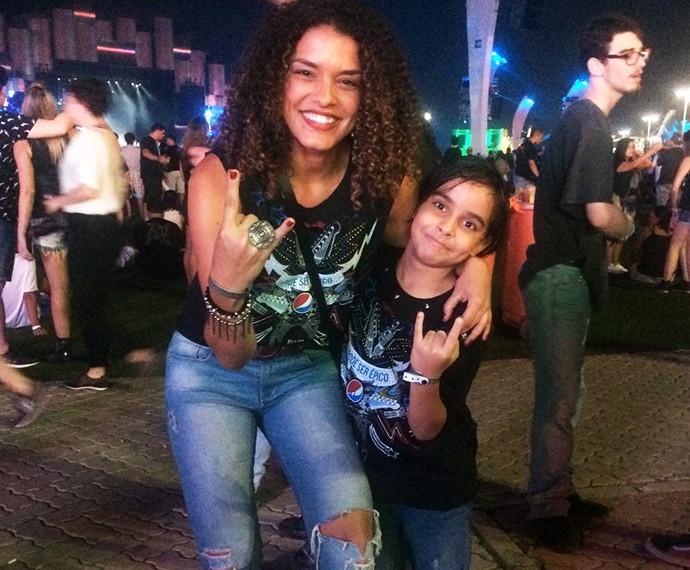 Kizi e o filho de sete anos (Foto: Tatiana Machado/Gshow)