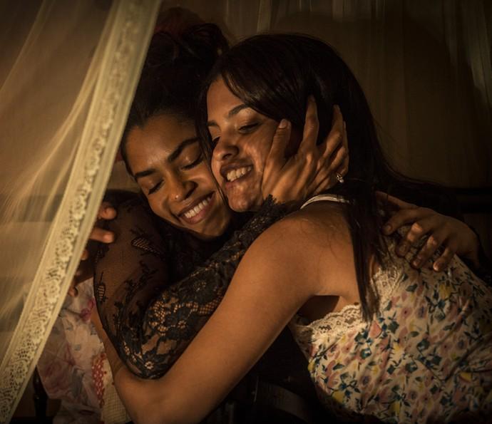 Isabel conforta Luzia e diz que ficará ao lado da mãe (Foto: Inácio Moraes/ Gshow)