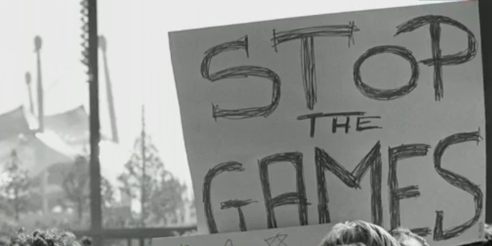 Cartaz pedindo a paralisação dos Jogos após atentado em Munique-1972 (Foto: Reprodução SporTV)