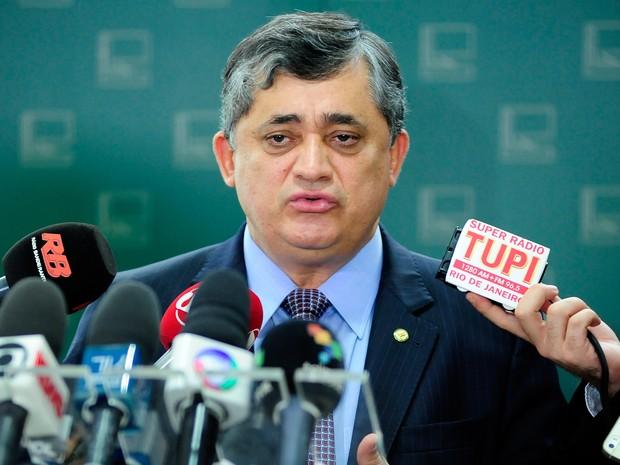 O líder do governo na Câmara, José Guimarães (PT-CE), em entrevista  à imprensa (Foto: Alex Ferreira/Câmara dos Deputados)