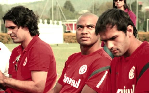 Fernadão, Rodrigo Moledo e Muriel no CT do Internacional (Foto: Daniel Cardoso)