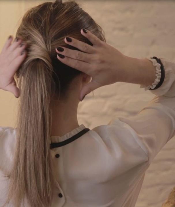 Rabo de cavalo torcidinho: aprenda (Foto: Glamour)